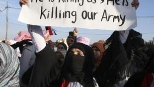 Biểu tình chống chế độ của Tổng thống Bashar al-Assad trước đại sứ quán Syria ở Amman ngày 1/5/11.