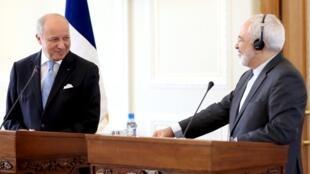 Le ministre français des Affaires étrangères Laurent Fabius et le président Hassan Rohani, le 29 mai 2015 à Téhéran.