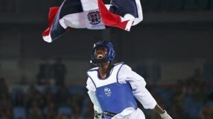 El dominicano Luisito Pie celebra su victoria frente al español Jesús Tortosa para la medalla de bronce en Taekwondo en la categoría de los menos de 58kg.