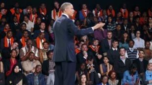 Obama discursa para plateia de jovens líderes sul-americanos na Universidade de Johannesburgo Soweto.