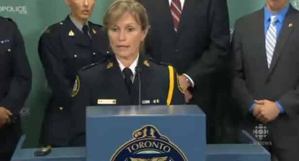 Viên cảnh sát Beaven-Desjardins công bố kết quả điều tra (Capture CBCNews)