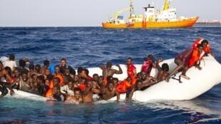 Les migrants continuent d'affluer sur les côtes européennes dans des embarcations précaires, principalement en Grèce et en Italie.