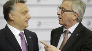 Президент Еврокомиссии Жан-Клод Юнкер (справа) назвал премьер-министра Венгрии Виктора Орбана диктатором.