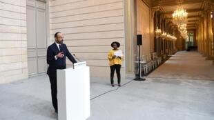 Édouard Philippe lors d'une conférence de presse à la sortie du Conseil des ministres à l'Élysée le 27 novembre 2019.