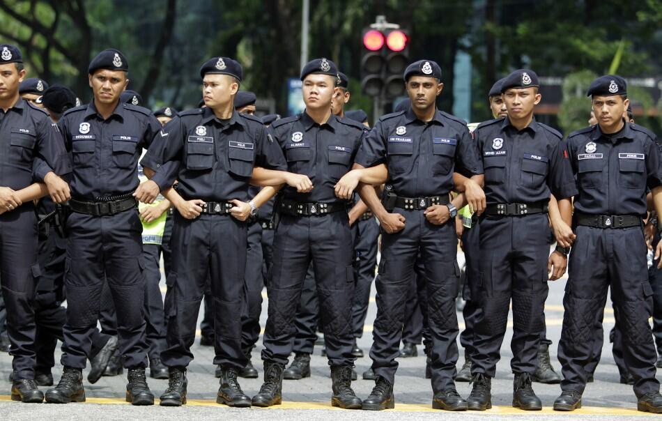 Malaysia muốn trục xuất nửa triệu lao động nước ngoài không hợp lệ - REUTERS