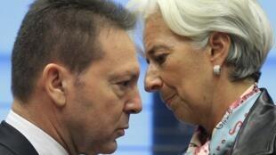 El ministro griego de finanzas, Yannis Stournaras, y la directora del FMI, Christine Lagarde, el 8 de octubre de 2012 en Luxemburgo.