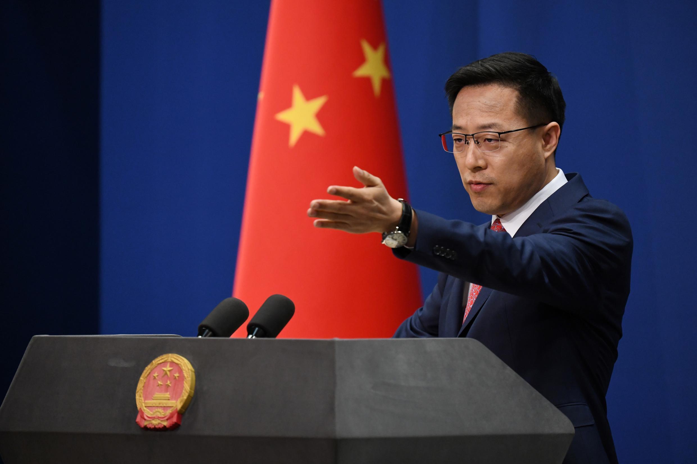 El portavoz del Ministerio de Asuntos Exteriores chino, Zhao Lijian, durante una rueda de prensa el 8 de abril de 2020 en Pekín