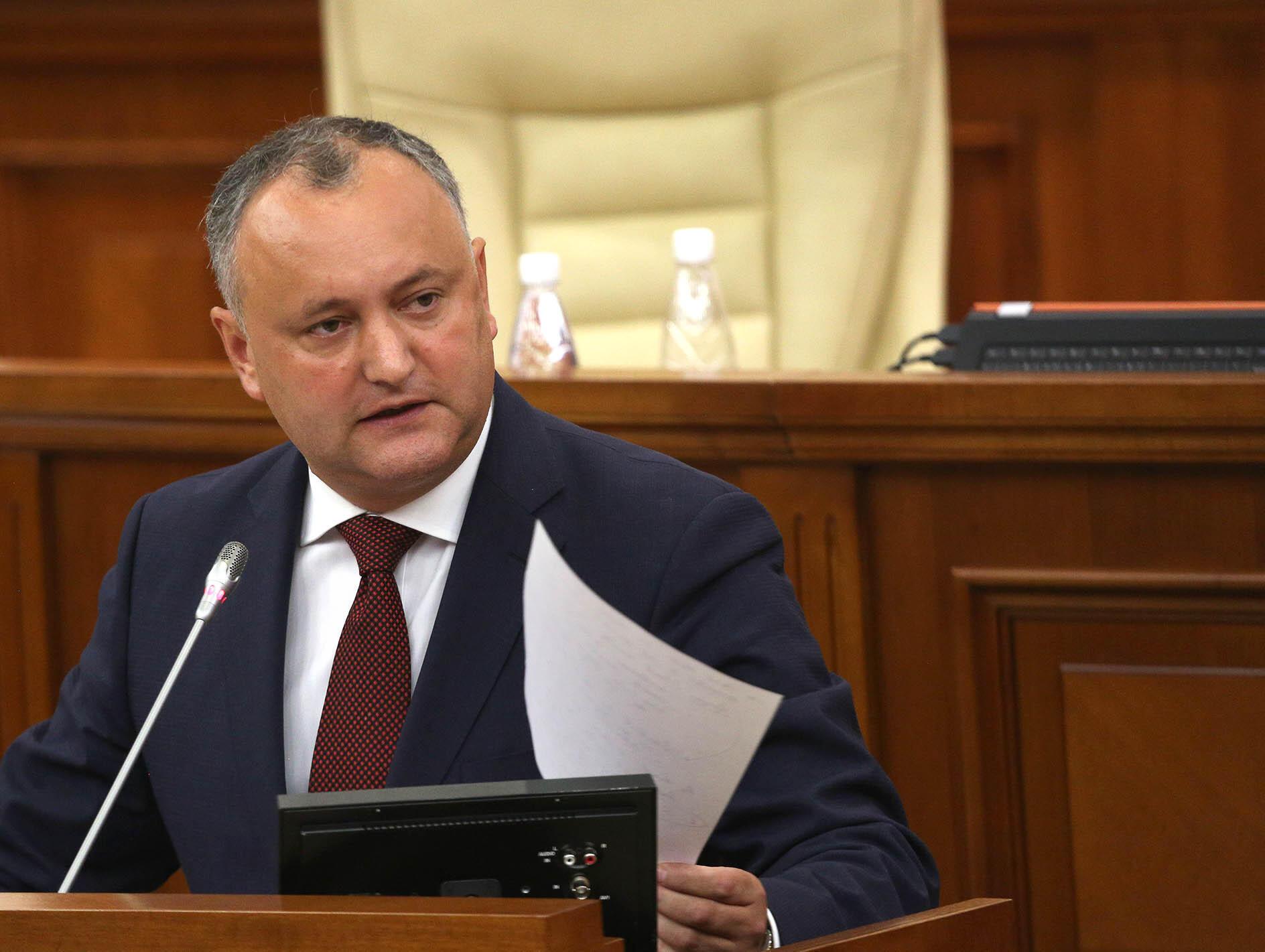 Согласно опросу Института общественных политик, в предвыборной гонке с большим отрывом продолжает лидировать кандидат от партии социалистов Игорь Додон.