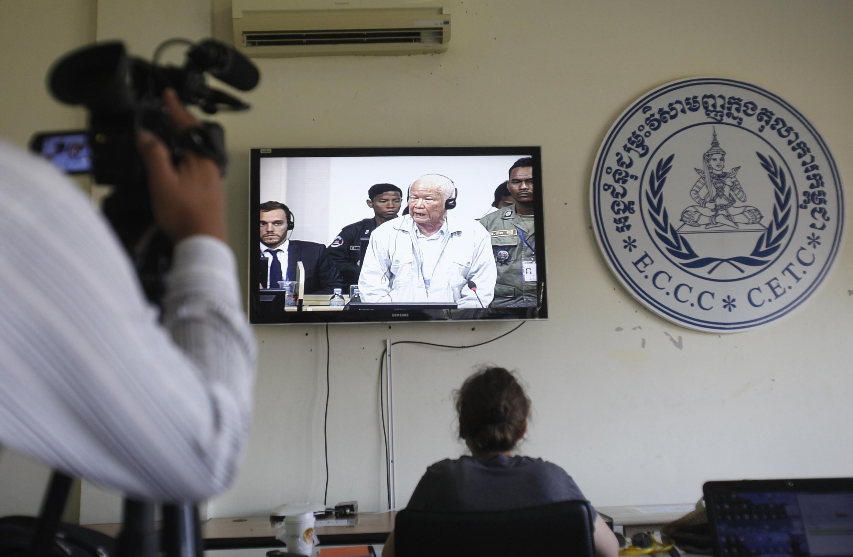 Cựu lãnh đạo Khmer Đỏ Khiêu Samphan trong phiên xử ngày 17/10/2014, tại Tòa án đặc biệt, Phnom Penh. Ảnh ngày 17/10/2014