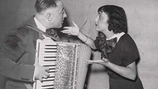 Эдит Пиаф с аккордеонистом