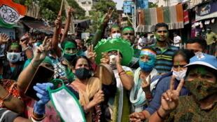 2021-05-05T090124Z_1552503054_RC2L9N9Y9GII_RTRMADP_3_INDIA-POLITICS-VIOLENCE