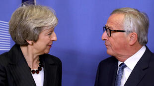 La Première ministre britannique Theresa May et le président de la Commission européenne Jean-Claude Juncker à Bruxelles, le 21 novembre 2018.