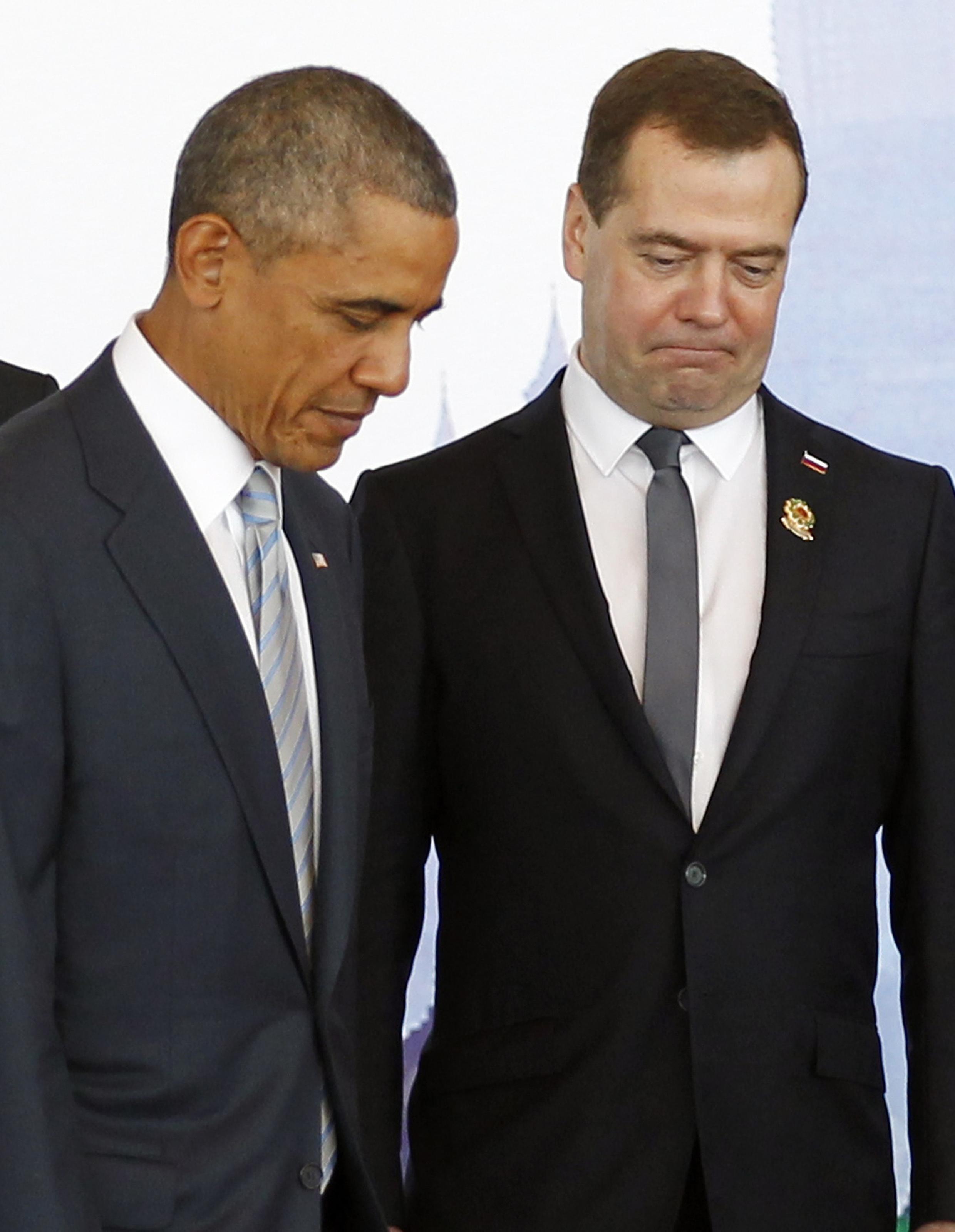 O primeiro-ministro russo, Dmitri Medvedev com o presidente dos Estados Unidos, Barack Obama, durante a cúpula ASEAN. 13/11/14