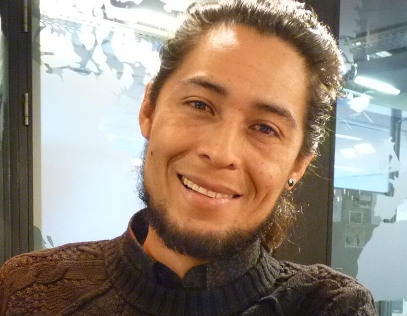 Jhonatan Segura en los estudios de RFI.