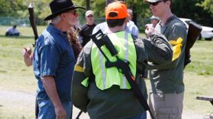 """Des """"patriotes"""" américains déterminés à défendre leur droit de porter des armes."""