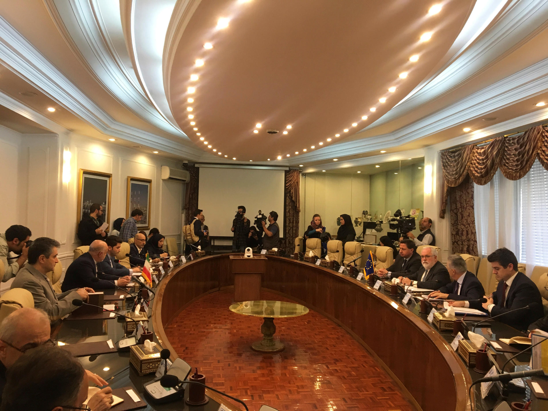 伊朗石油部長Bijan Zanganeh19日與來訪的歐盟專員卡涅特會談