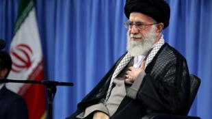 """Kiongozi Mkuu Ali Khamenei mnamo Januari 2, 2018 amewashtumu """"maadui wa Iran kuchochea vurugu zinazoendelea nchini Iran."""