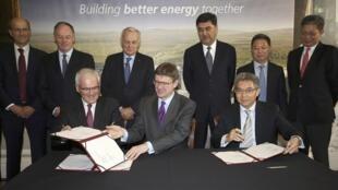 中英法簽署欣克利角核電項目最終協議 。2016-09-29