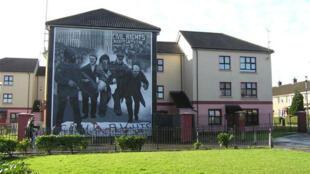 Peinture murale du dimanche sanglant, «—Bloody Sunday—» Bogside sur la rue Rossville en Irlande du Nord.