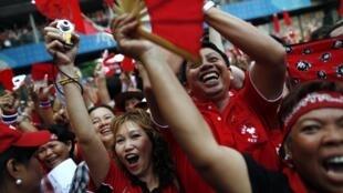 Cụoc tập hợp của phe Áo đỏ tại Bangkok 19/11/2010 (REUTERS)