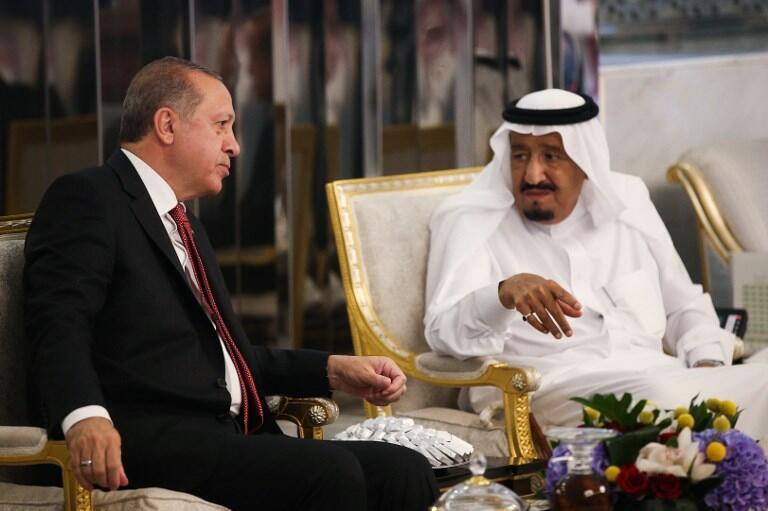 ملاقات رجب طیب اردوغان، رئیس جمهوری ترکیه با ملک سلمان پادشاه عربستان در سفرش به جده. یکشنبه اول مرداد/ ٢٣ ژوئیه ٢٠۱٧