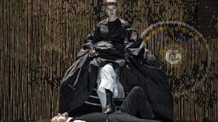 Jutta Johanna Weiss. Photo du spectacle «Le Partage de Midi» de Paul Claudel, mise en scène d'Eric Vigner.