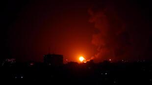 Une explosion lors d'un bombardement israélien à Gaza, le 22 janvier.