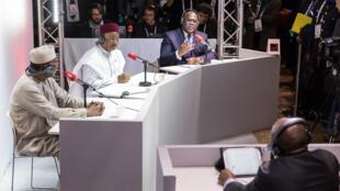 Presidentes Idriss Déby, Mahamadou Issoufou e Félix Tshisekedi no Debate africano no Fórum da paz em Paris a 12/11/2019.