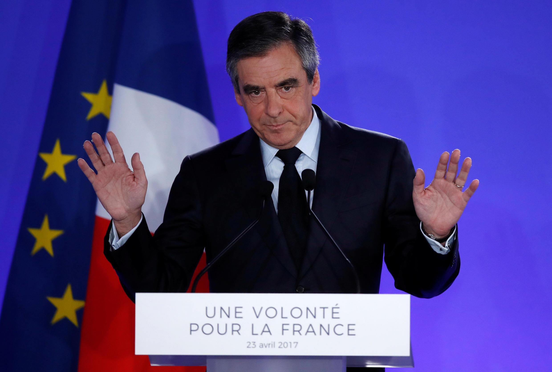 Бывший кандидат в президенты Франции и экс-премьер Франсуа Фийон после поражения в 1 туре выборов, 23 апреля 2017