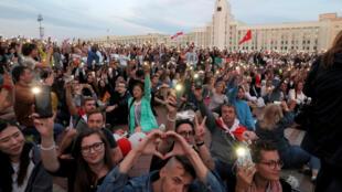 8月14日白俄罗斯首都明斯克民众抗议总统大选舞弊资料图片