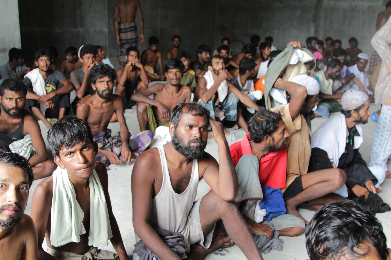 Những người Rohinyas và Bangladesh, được các ngư dân Indonesia cứu vớt.