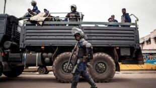 Polisi wakitumwa katika mji wa Kinshasa.