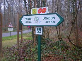 """""""巴黎-倫敦綠色道路""""標誌 瓦茲省公路旁"""
