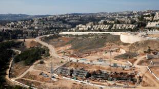O ministro da Defesa, Avigdor Lieberman, e o primeiro-ministro, Benjamin Netanyahu, decidiram aprovar a construção de 2.500 unidades habitacionais na Cisjordânia.