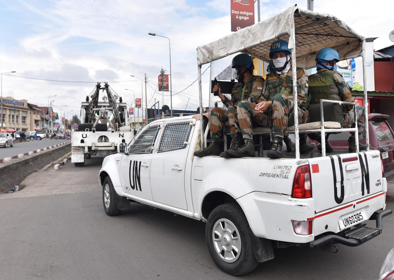 Des casques bleus de la Monusco patrouillent les rues de Goma, en RDC, le 19 mars 2020, pendant l'épidémie de coronavirus.