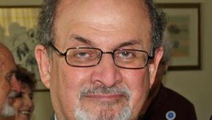 L'Inde a été le premier pays à interdire « Les Versets sataniques » de Salman Rushdie dès sa parution en 1988, de peur de mécontenter sa population musulmane.