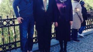 托格鲁克 海米提与他父母在土耳其,2014年