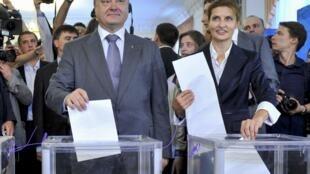Петр Порошенко и его жена Мариа голосуют. Киев, 25 мая 2014 года