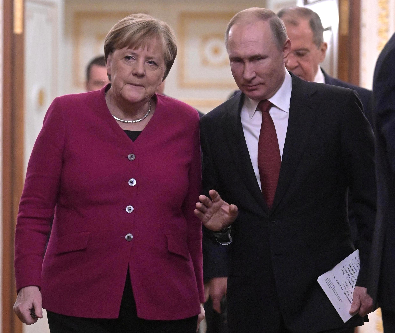 Tổng thống Nga Vladimir Putin và thủ tướng Đức Angela Merkel trước cuộc họp báo tại điện Kremlin, ngày 11/01/2020.