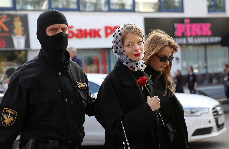 Шествие закончилось массовыми задержаниями, в автозаки попали, по некоторым данным, около 250 человек.