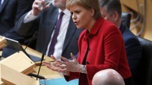 La cheffe du gouvernement écossais Nicola Sturgeon lors du débat sur un second référendum sur l'indépendance, le 28 mars 2017 au Parlement régional.