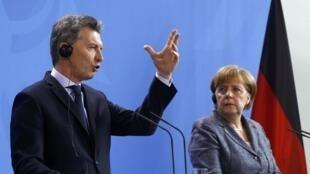 O presidente argentino Mauricio Macri encontrou a chanceler alemã Angela Merkel em Berlim.