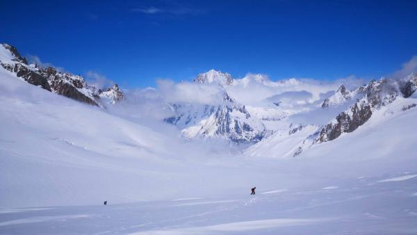 O Mont-Blanc será protegido pela entrada em vigor de uma legislação local, endurecendo as regras para a frequentação da montanha, especialmente no verão. Foto divulgação Refuge des Cosmiques.