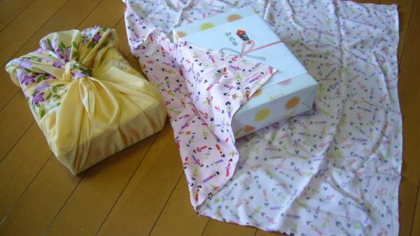 El furoshiki es una técnica inspirada en la tradición japonesa que promete originalidad, elegancia y cero residuos.