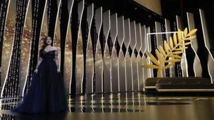 Monica Bellucci fue la presentadora de la ceremonia de apertura en Cannes.