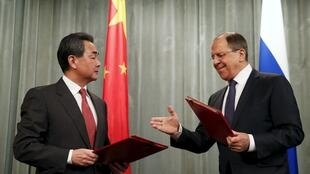 Chinese Foreign Minister Wang Yi and his Russian counterpart Sergei Lavrov meet in Moscow on 7 April, 2015