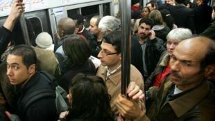 C'est sans plaisir que les «impatriés» retrouvent le metro parisien.