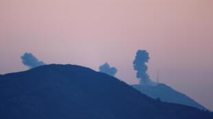 Столпы дыма над сирийским регионом Африн после начала операции, 20 января 2018 года.