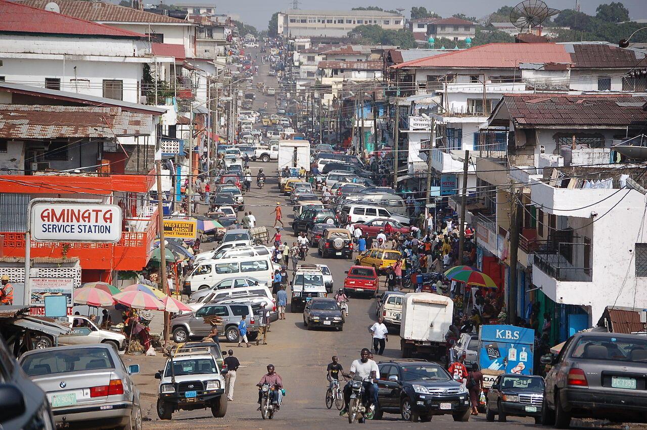Contre Ebola, l'humour c'est la seule façon d'aider les Libériens à oublier le danger pendant un petit moment.