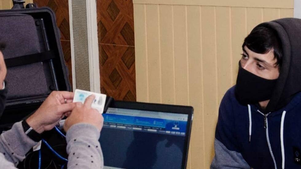 El Gobierno argentino oficializó la incorporación en los documentos de identidad de una tercera opción para las personas que no se reconocen dentro del sistema binario femenino-masculino.